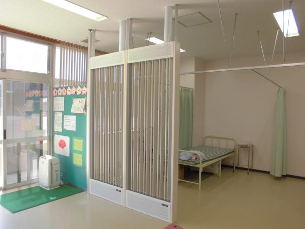 花尾小学校保健室1